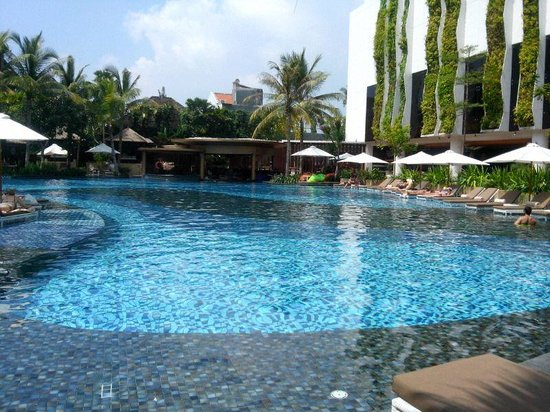 The Stones Hotel - Legian Bali, Autograph Collection: Swimming pool with jacuzzi