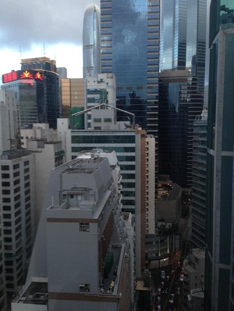 99 Bonham All Suite Hotel: In the middle of the hustle and bustle of Hong Kong