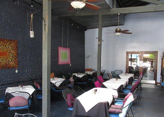 Never Blue: Semi-open dining room