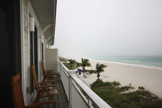 Mainsail Beach Inn: Front balcony for unit 7C on the 3rd floor