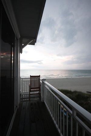 Mainsail Beach Inn: Side balcony for unit 7C on the 3rd floor at sunset