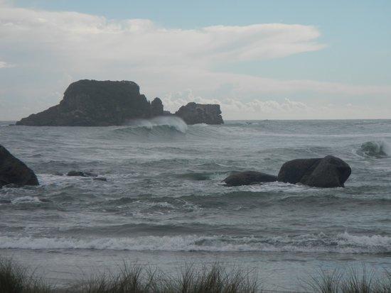 West Coast Surf: Tauranga Bay