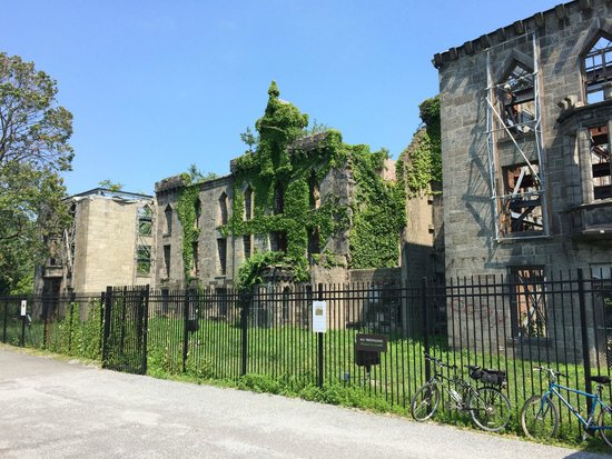 Roosevelt Island: Historic landmark: Hospital for Polio