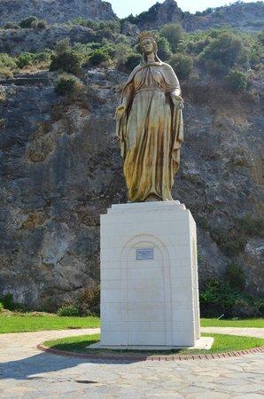 Meryemana (The Virgin Mary's House): статуя Девы Марии по дороге к Дому