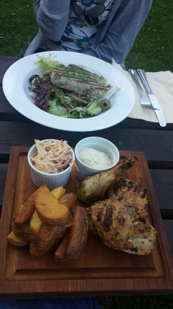 The Perch inn: Tuna and roasted chicken