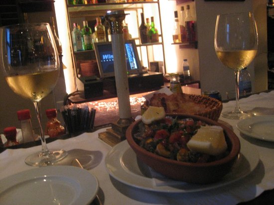Colegio 27 Restaurant & Jazz Club : Tapa de lapas con vino blanco a la luz de las velas