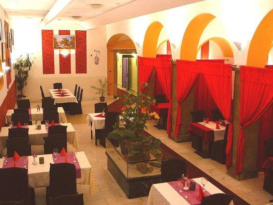 Grand Luxury Hotel: Restaurant