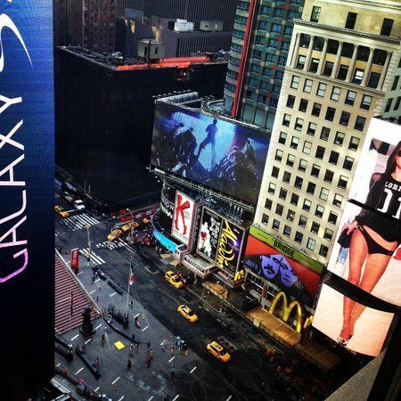 New York Marriott Marquis: 18th floor view by day