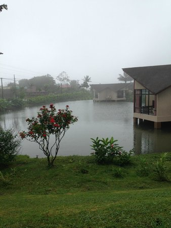 Hotel Montana de Fuego Resort & Spa: Suítes no lago