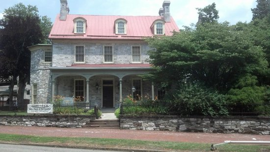 Downtown Harrisburg: Mansion across from River Walk on Susquehanna