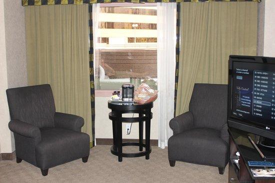 Hilton Long Beach: sitting area