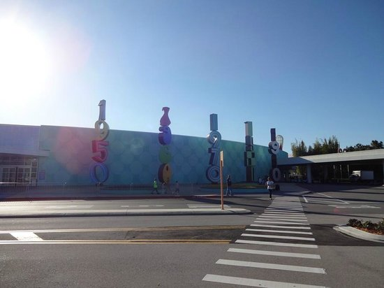 Disney's Pop Century Resort: Another view from the front