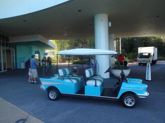 Disney's Pop Century Resort: Even the carts get into character
