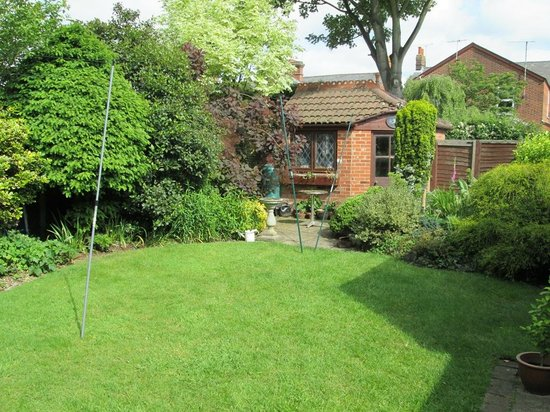 Lattice Lodge: Secluded Rear Garden