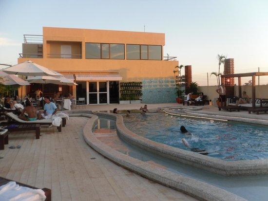Grand Crucero Iguazu Hotel : pileta atardecer
