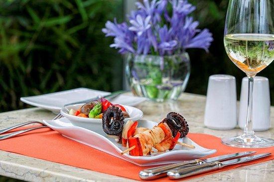 Foresta Hotel Lima: Seafood skewer Restaurant Terrace Aguaymanto