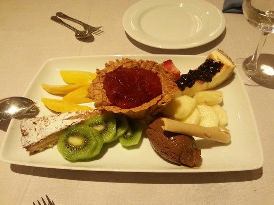Restaurante La Toja : Assortiment of desserts