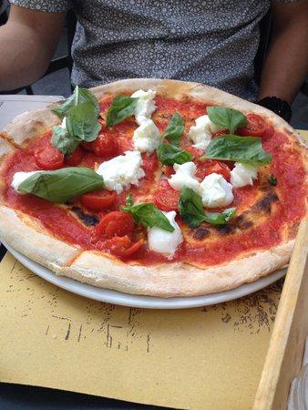 Trattoria Borgo Antico: Bufalotta Pizza