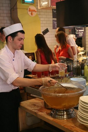 Marketplace : Morst y Kompot en grandes ensaladeras (47 rbl/cup).