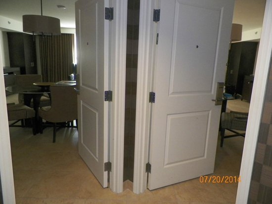 The Grandview at Las Vegas : entryway to both rooms