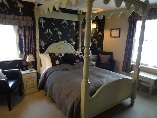 Old Borough Arms Hotel: Bedroom