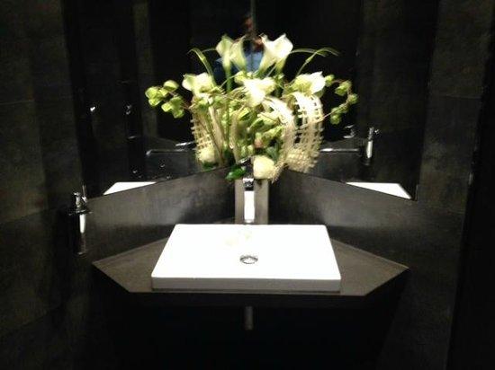 Chapeau Rouge Restaurant William Frachot : Bathroom