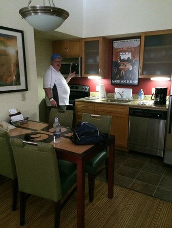 Residence Inn Irvine Spectrum: Penthouse kitchen