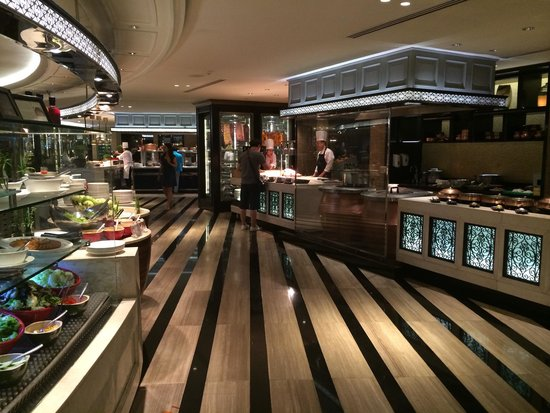 Sofitel Philippine Plaza Manila: The wide buffet selection