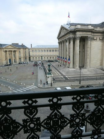 Hotel les Dames du Pantheon: The view from our room on the third floor