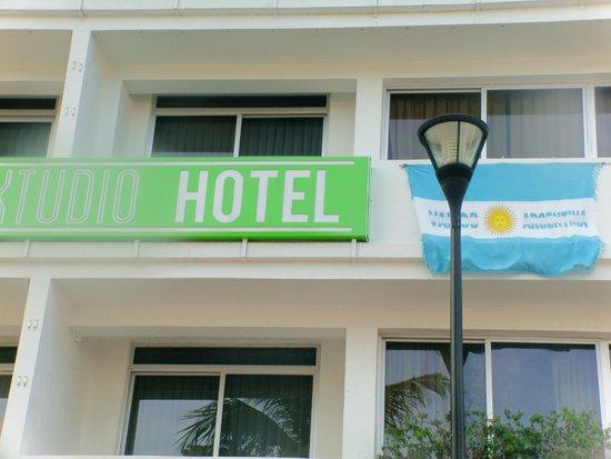 Xtudio Comfort Hotel by Xperience Hotels: FRENTE DEL HOTEL EL DIA DE LA FINAL ARGENTINA-ALEMANIA