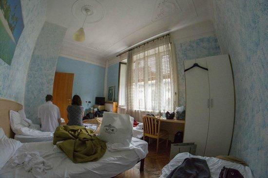 Ambra: Quad room