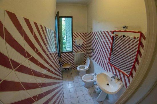 Ambra: Bathroom 1