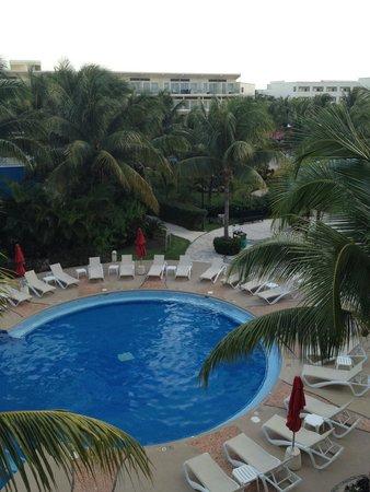 Azul Beach Resort & TUI Sensatori Resort Riviera Cancun : Our Daily view from the balcony