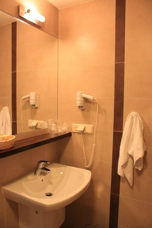 Ruben Hotel : Bathroom