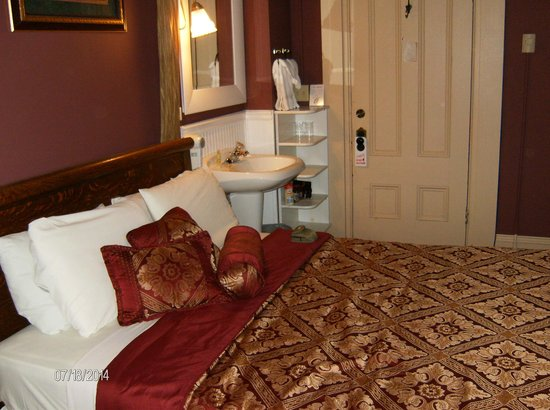 Bernadine's Stillman Inn: The Romance III Room