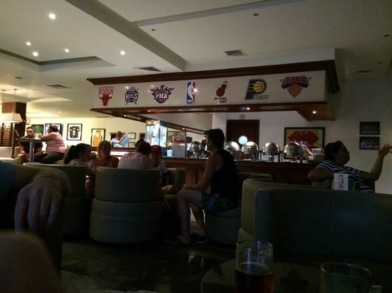 Grand Riviera Princess All Suites Resort & Spa: Sports Bar