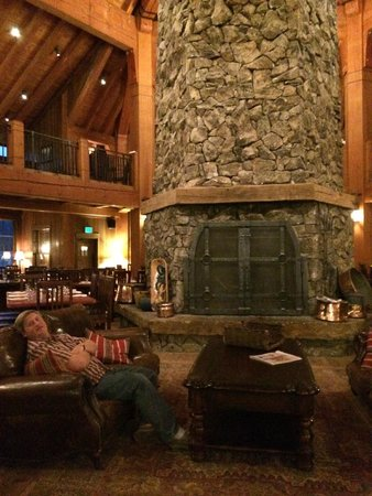 Heck's at Devil's Thumb Ranch: Amazing hexagon shaped room with the fireplace big enough for my husband to stand in probably