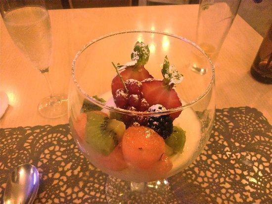 Restaurante Bel Posto: Panacotta de caramelo y frutas...