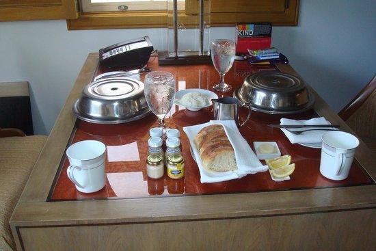 St. Regis Princeville Resort: Room service