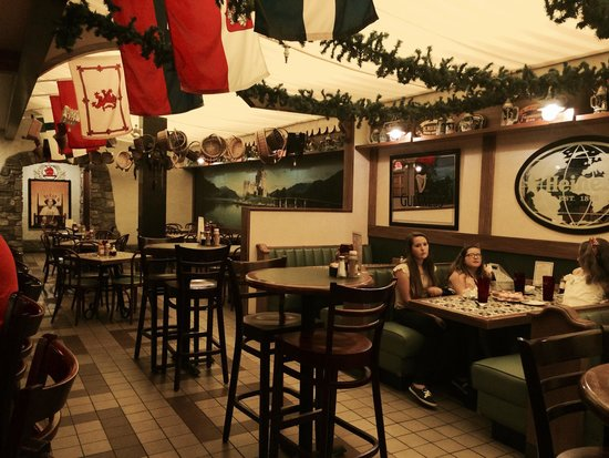 Dunderbak's Market Cafe: Dinning area