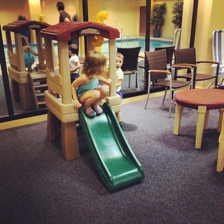 Wyndham Cleveland at Playhouse Square : Play area near the pool