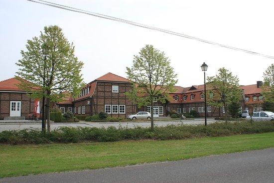 Hotel Habenda: Hotel from across the street