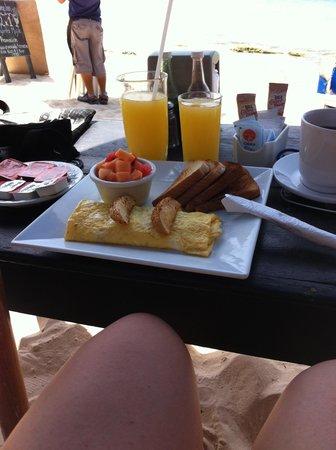 Pelicano Inn: desayuno frente al mar
