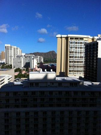 Embassy Suites by Hilton Waikiki Beach Walk : View of Diamond Head from 1907 Hula Tower