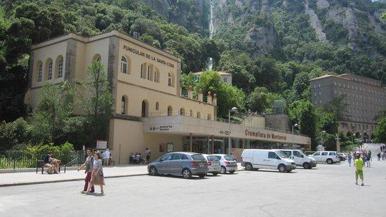 Montserrat Monastery : Edificio