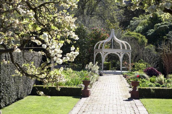 Lyttelton, New Zealand: Ohinetahi Garden,Down the border