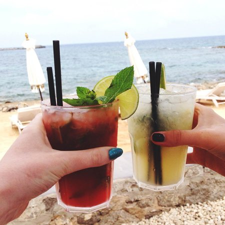 Jacaranda Lounge: Cocktails on the beach!