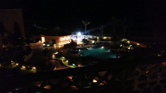 Ritz-Carlton Cancun: Night view from our balcony.