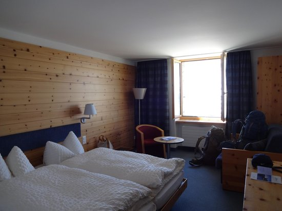3100 Kulmhotel Gornergrat : Cool, cozy decor...