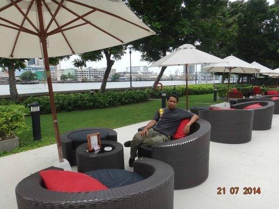 ibis Bangkok Riverside: River & pool side
